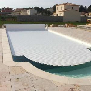 Volet piscine hors-sol automatique Silver Roll lames PVC blanc