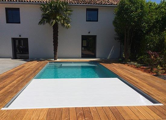Volet piscine immergé avec lames pvc blanches